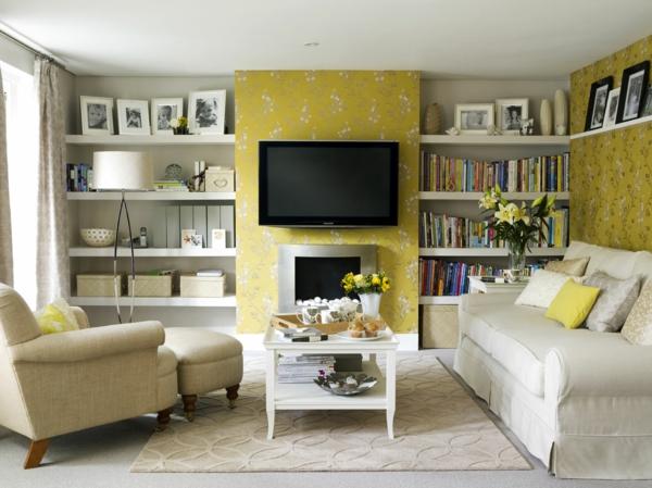 wohnideen für zu hause - schwarzer fernseher und weiße möbel im wohnzimmer