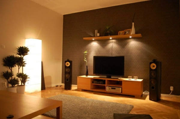 schöne wohnzimmer wände:warme atmösphäre im wohnzimmer fernseher braune wand schlichte