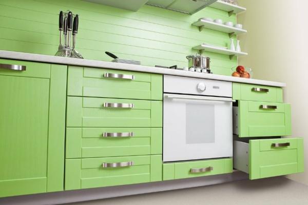 grüne farbtönung in der küche - schränke und schubladen