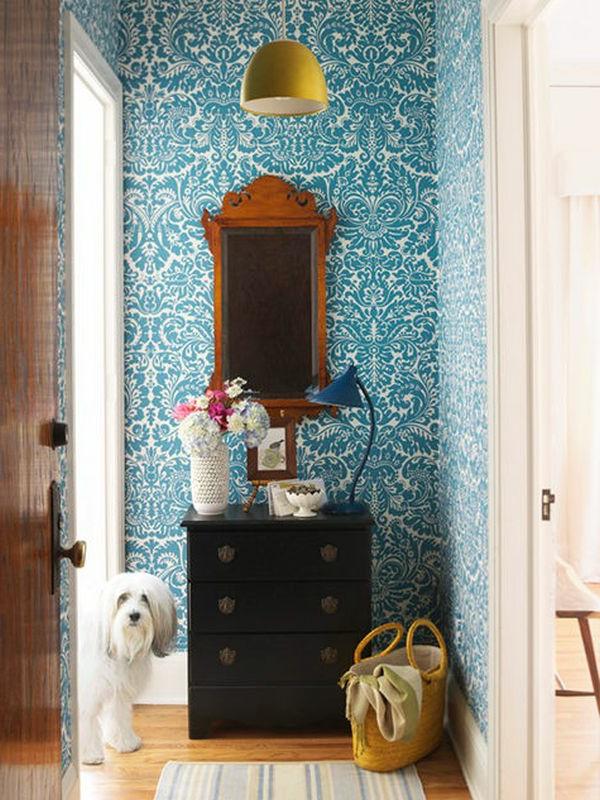 Elegantes Spiegel und Tapeten im Blau-Hausflur Design