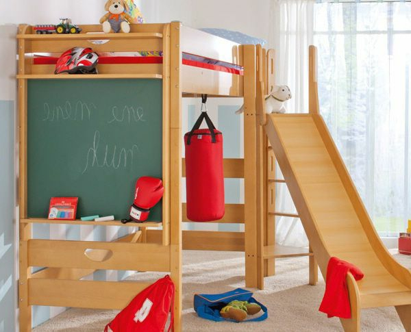 kindezimmer modern mit einem hölzernen hochbett design - rutsche
