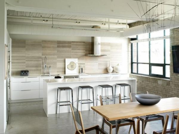 weißes küchenspiegel in der küche