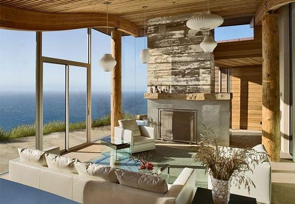 originelles design vom wohnzimmer mit einem kamin aus stein und weißen möbelstücken