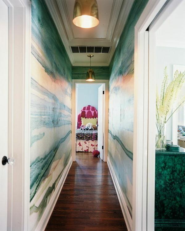 Eigenartiges Hausflur Design mit extravaganten Farbtönungen