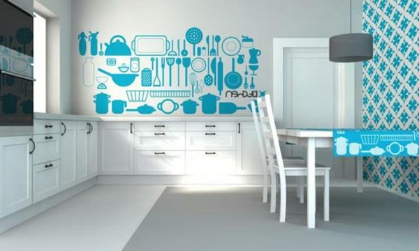 schöne küche mit weißen schränken und elementen in hell blau