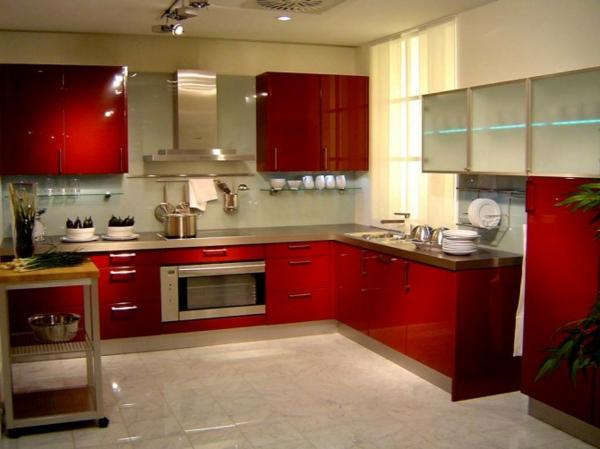 rot und metallic als moderne farbe für küchen gestaltung