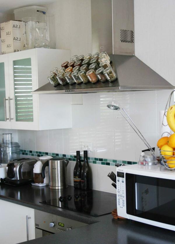 aufbewahrung von gewürzen - magnetische oberfläche in der küche