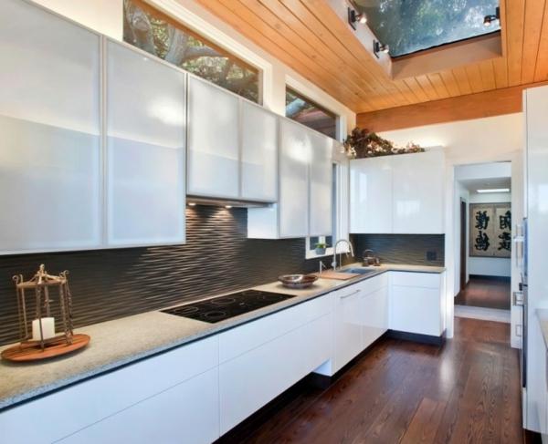 weiße und graue farbtönungen in der küche
