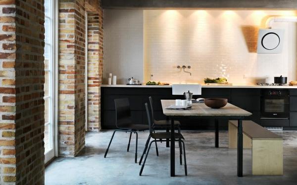 wände aus stein und weißes küchenspiegel