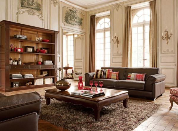luxus wohnzimmer mit einem ledersofa und und golfarbigen gardinen