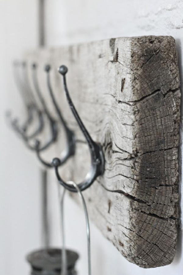 brett aus treibholz an der wand - hänger