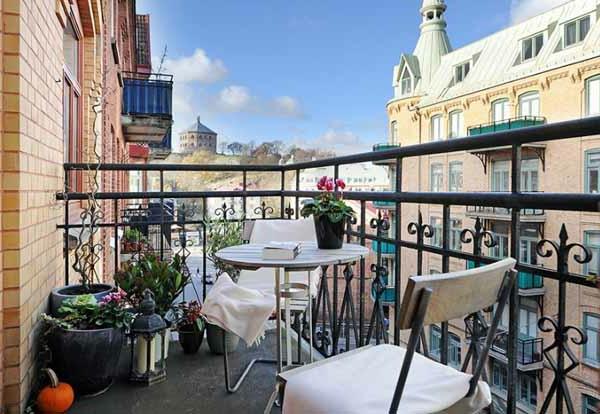 originelles design von terrasse mit schöner dekoration