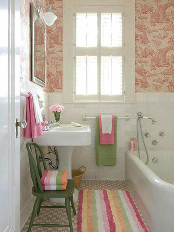 schöne badausstattung - helle farben malerschablone an der wand