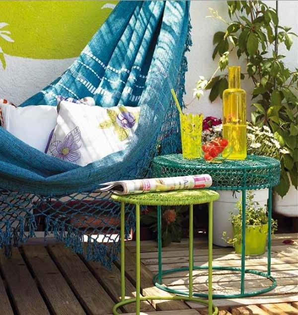 terrassengestaltung mit einem blauen swing - gestrickt