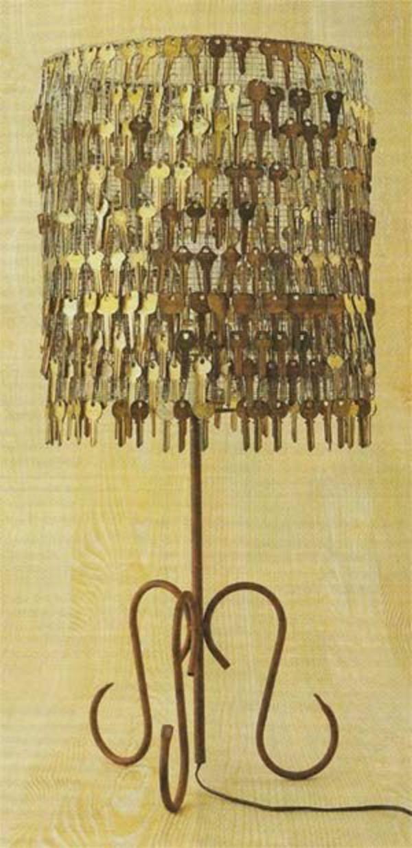 interessantes modell von stehlampe - viele schlüssel benutzen