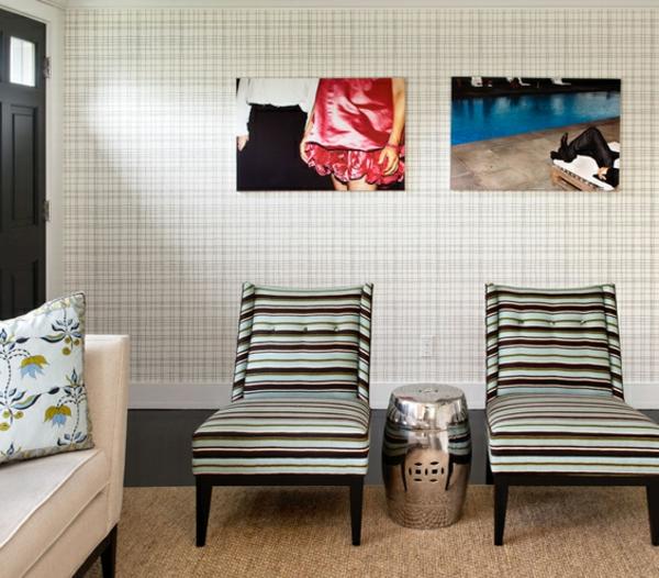 Designer Wohnzimmer Mit Liegesthlen Und Fotos An Der Wand