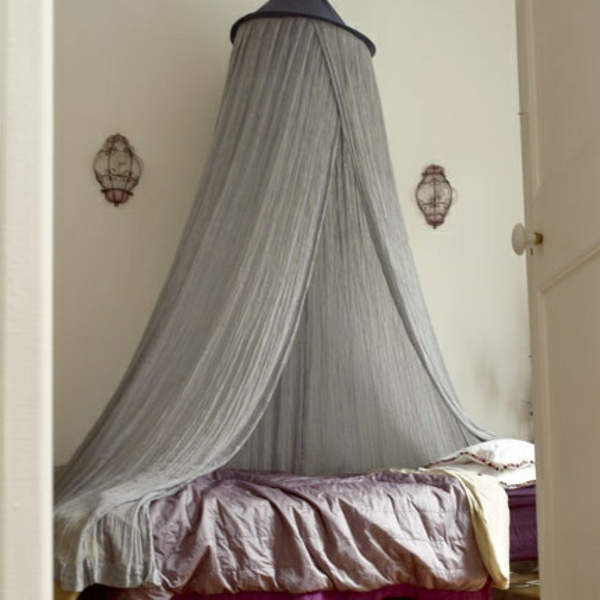 graue durchsichtige gardinen fürs bett im schlafzimmer - modern