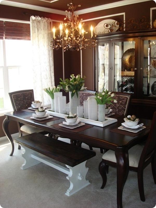 luxus esszimmer mit moderner tischdeko - weiße tulpen und vasen in weiß