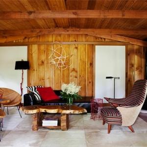 Schaffen Sie eine gemütliche Atmosphäre im Zimmer - Holzwand Ideen