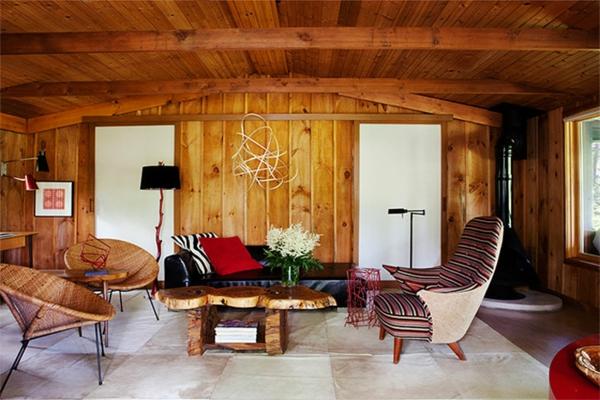 wohnzimmer gestaltung hölzerner nesttisch sessel