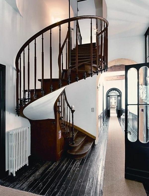 Luxus hölzerne Spiraltreppen im Haus