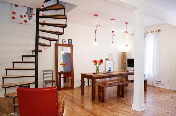 Interessante Spiraltreppen im auffälligen Wohnzimmer