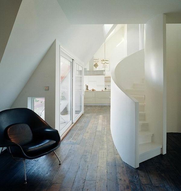 Spiraltreppen im Weiß für ein kreatives Haus