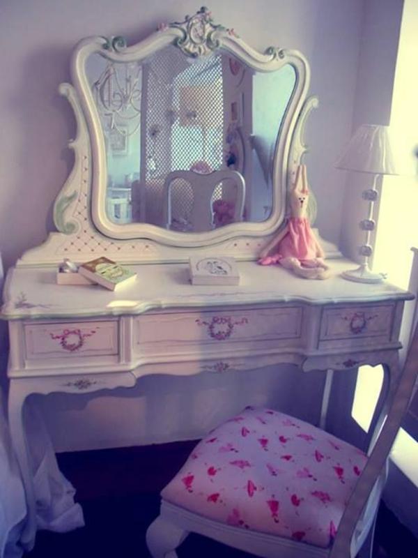 25 kreative schminktisch ideen eleganz und for Schlafzimmer mit schminktisch
