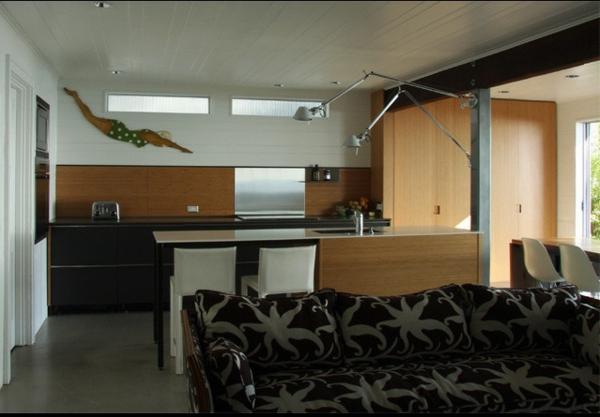 metallischer akzent in der küche - originelles küchenspiegel design
