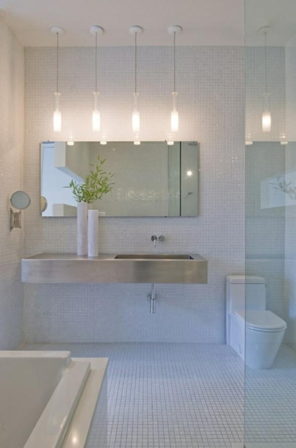 schöne badgestaltung - luxus interieur mit vier lampen und weißen fliesen