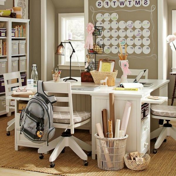 weiße möbelfarbe und ockra wandfarbe - kinderschreibtisch gestalten