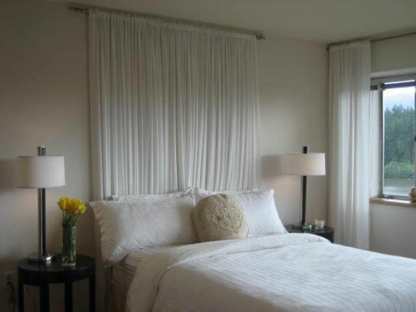 Zärtliche Atmosphäre im Schlafzimmer mit originellem Bett Design
