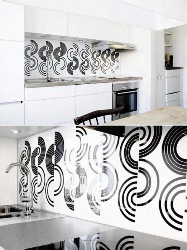 küchenspiegel mit schwarzen figuren und weißem hintergrund