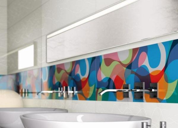 küchenrückwand mit bunten figuren