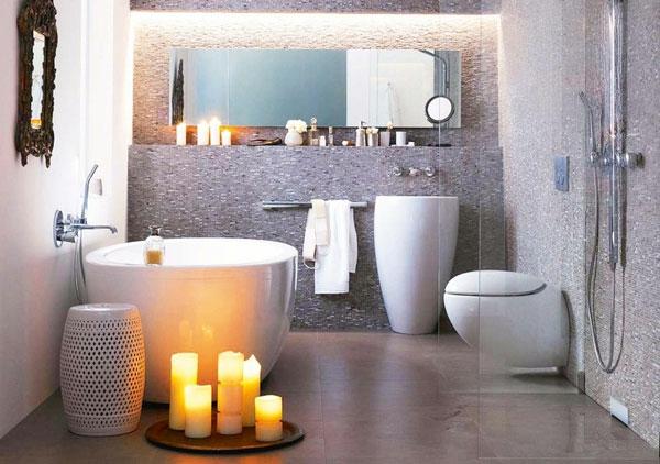 weiße bademöbel und kerzen für ein modernes baddesign