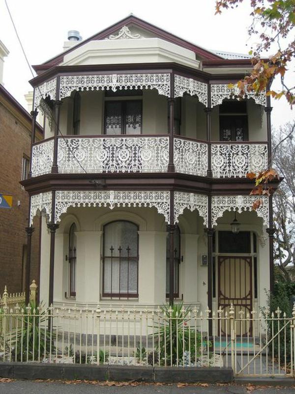 modernes haus design mit kreativee balkongestaltung