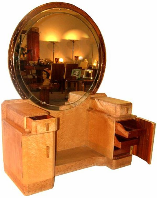 rundes spiegel mit einem auffälligen design