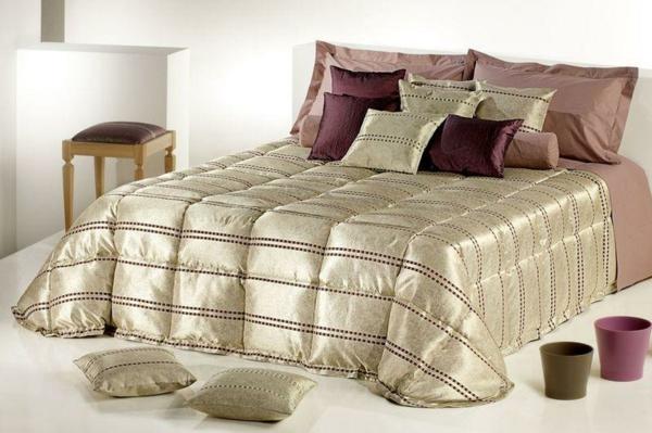 luxus schlafzimmer mit einem bett mit eleganten bettbezügen ubd kissen