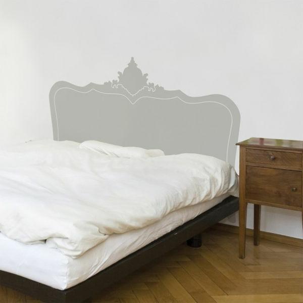 Malerschablone als Bett Kopfteil verwenden
