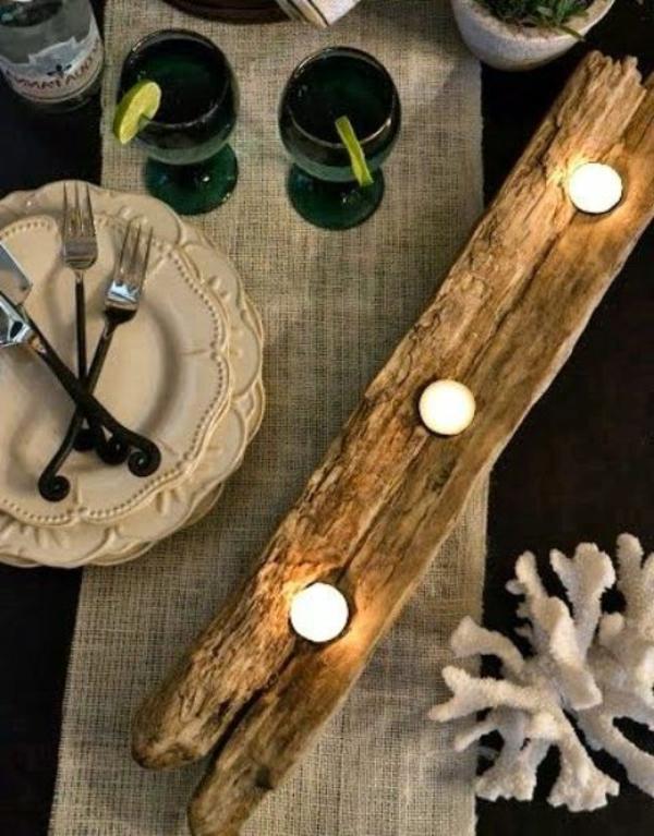 kerzenhalter aus treibholz auf dem tisch