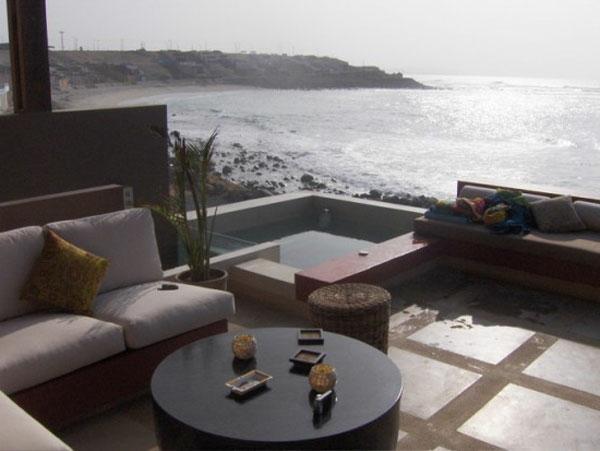 moderne terrasse bild - sogas, dekokissen, meer und ein schwimmpool