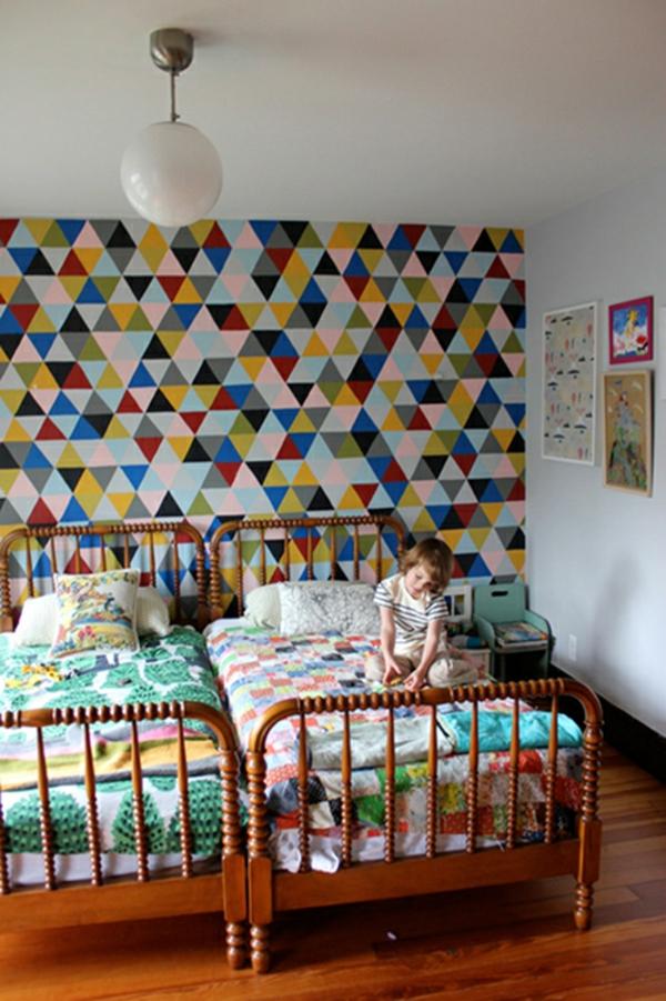 kinderzimmer mit origineller wandgestaltung - buntes farbschema