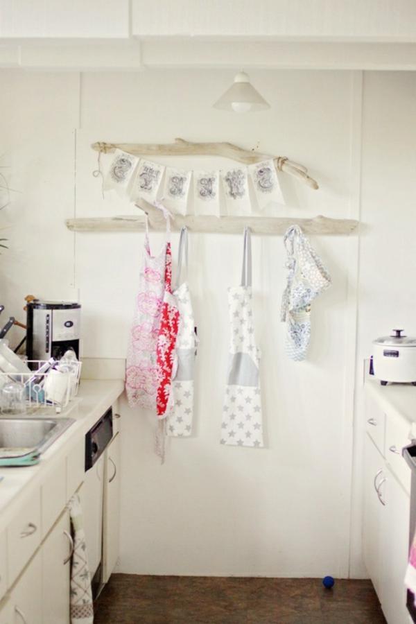 schürzen hänger aus treibholz  - deko füe die küche mit praktischer anwendung