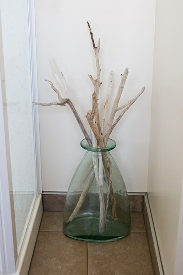 ^vase mit stöcken aus treibholz - haus deko