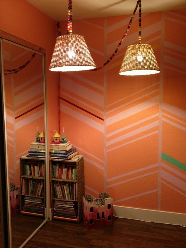 moderne hausflur ausstattung - orange wandfarbe mit linien
