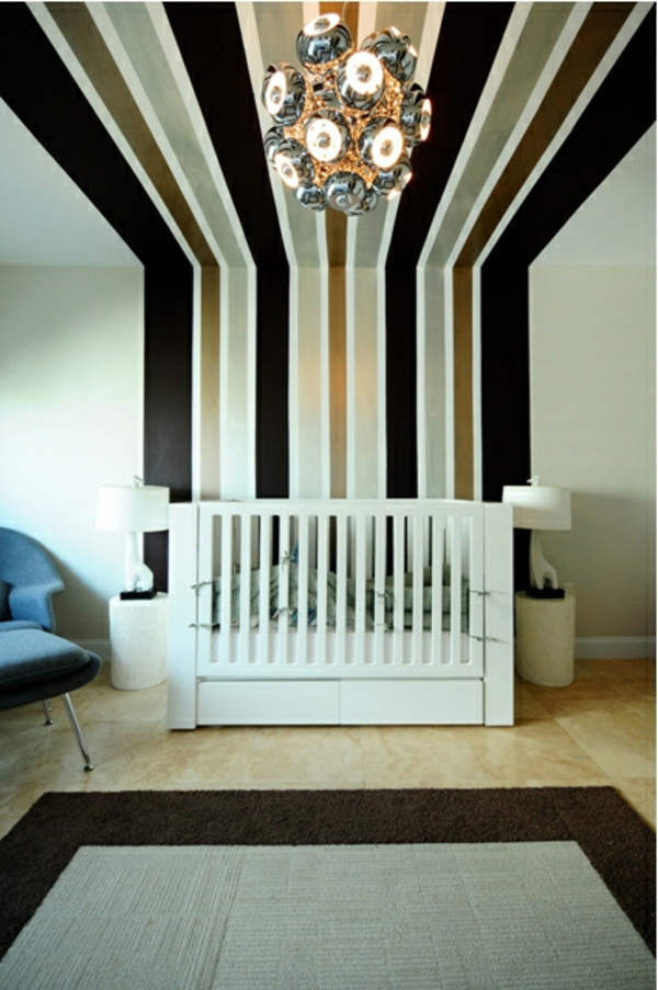 Babyzimmer Mit Lxus Wandgestaltung   Linien In Schwarz Und Gold Good Looking