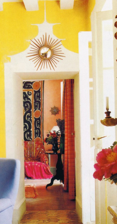 gelbe und weiße farben für wandgestaltung im hausflur
