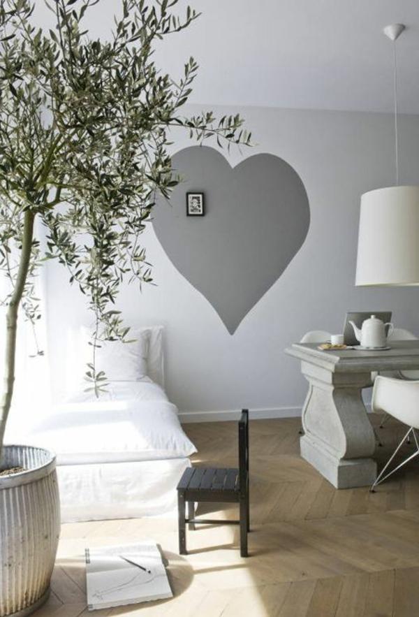 schlafzimmer große pflanze weiße gestaltung graues herz an der wand