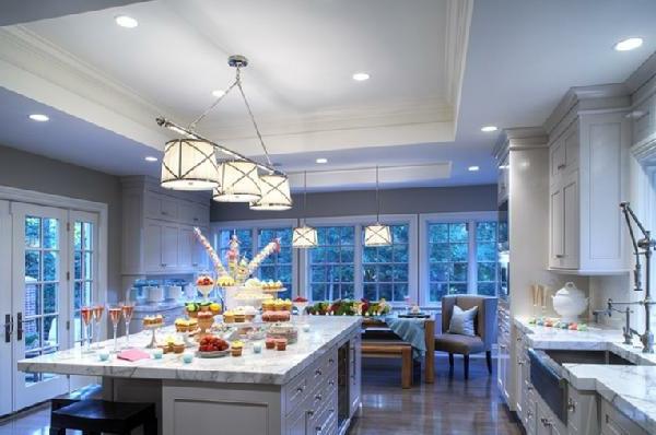 große küche mit weißer farbe marmor kochinsel