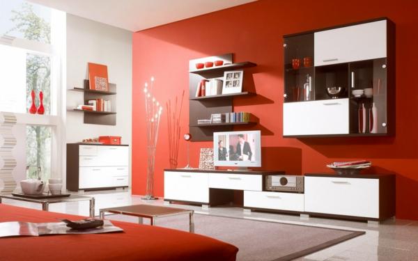 schöne einrichtung im wohnzimmer mit ausstattung in rot